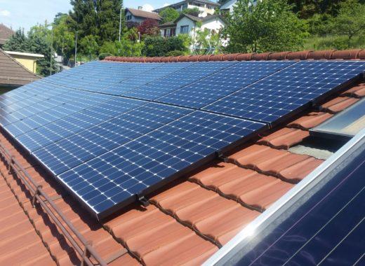 https://solely.fr/wp-content/uploads/2016/11/Montreux-photovoltaique-panneaux-vue-général-e1477926402817-520x380.jpg