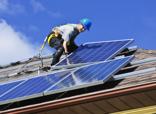 https://solely.fr/wp-content/uploads/2019/05/installation-panneaux-solaires-520x380.jpg